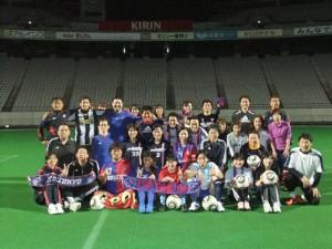 2011おとなのサッカー 300x225 1月度開催『おとなのサッカー教室in味スタ(中級)』参加者募集!