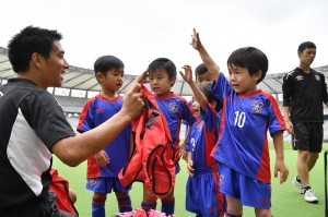 新年中 300x199 【2次募集開始】FC東京サッカースクール「2017年度 新年中クラス」のお申込み受付について