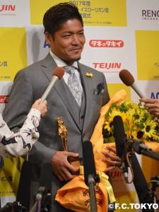 DSC 0120 2 225x300 大久保嘉人選手 第36回ベスト・ファーザーイエローリボン賞 受賞のお知らせ