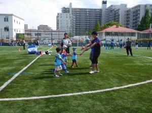 親子サッカー1r 300x224 【再掲】【年中~2年生対象】親子サッカー教室in深川 開催について