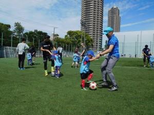 親子サッカー2r 300x224 【再掲】【年中~2年生対象】親子サッカー教室in深川 開催について